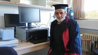 1988'de bıraktığı üniversiteden bakın kaç yaşında mezun oldu!
