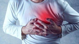 Göğüs ağrısı neden olur, göğüs ağrısının sebepleri nelerdir?