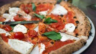 Evde nefis pizza tarifi! Evde pizza nasıl yapılır? Pizza hamuru hazırlanışı ve malzemeleri nelerdir?