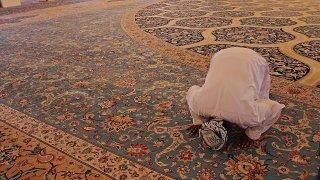 Tilavet secdesi nedir, nasıl yapılır? Tilavet secdesi duası ve ayetleri nelerdir?