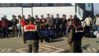 İzmir'de Farklı Uyruklardan Toplamda 145 göçmen yakalandı