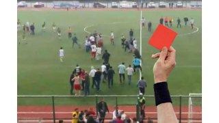 1 maç 11 kırmızı kart... Kavga çıktı, kartlar adeta yağmur gibi yağdı...