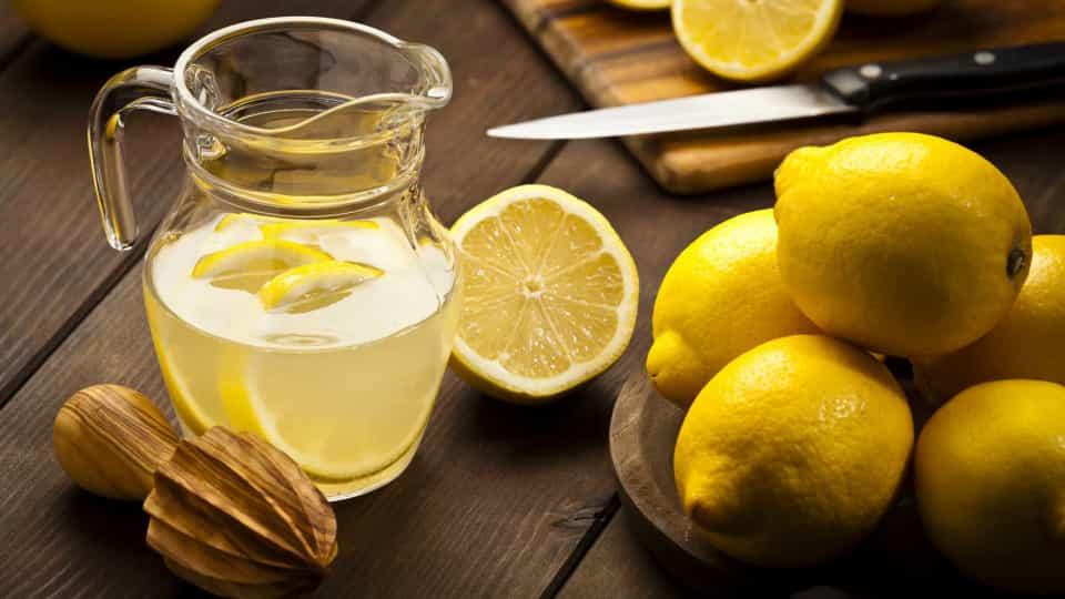 Limonun yararları ve zararları nelerdir? Limon suyu zayıflatır mı ?