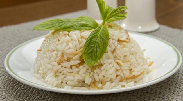 Pirinç pilavı nasıl yapılır? Nefis şehriyeli pirinç pilavı tarifi