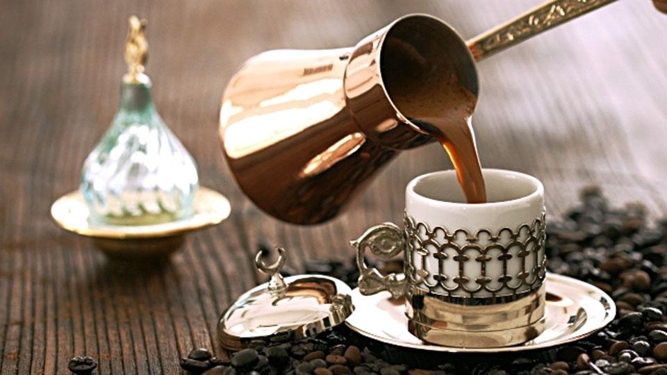 Türk kahvesi nasıl yapılır? Türk kahvesinin yanında neden su verilir?