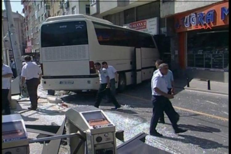 İstanbul'da halk otobüsü tramvay yoluna girdi