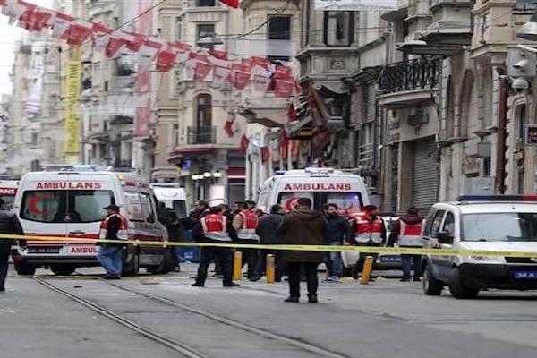 Taksim'de Canlı Bomba Saldırısı: 4 kişi hayatını kaybetti, 20 yaralı var...