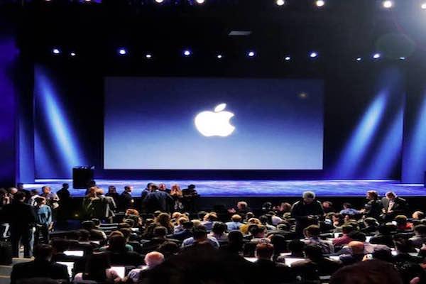 Apple iPhone SE'yi ve yeni iPad Pro'yu resmi olarak tanıttı