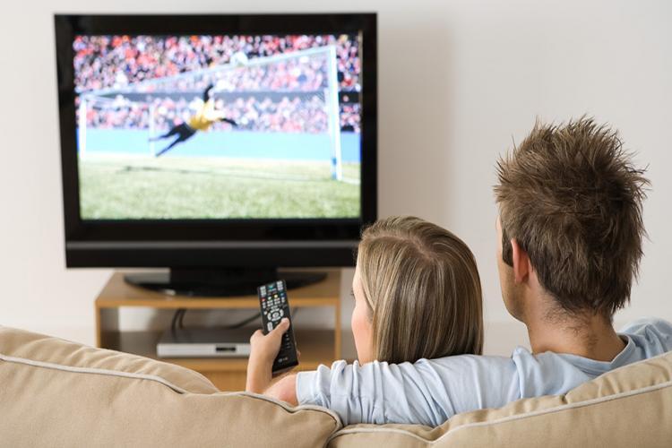 TV izleme oranları düşüyor... Televizyon tarih oluyor... Yeni mecra internet...